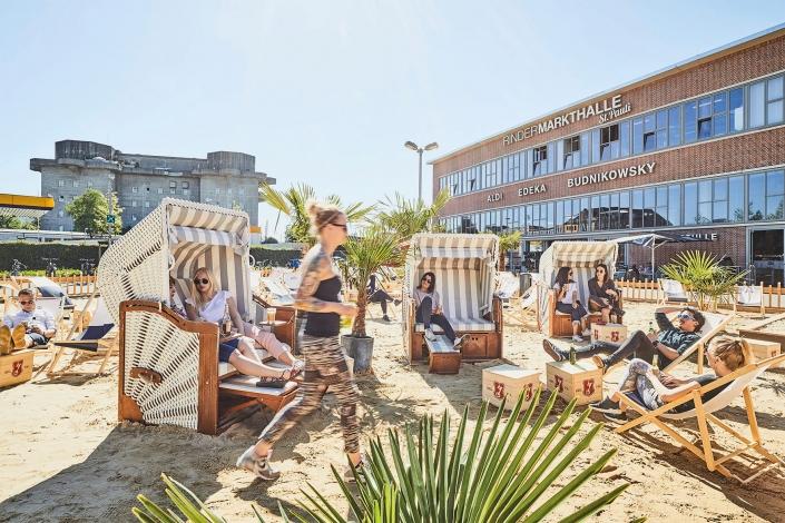 Karo Beach Mood Menschen sitzen in Strandkörben