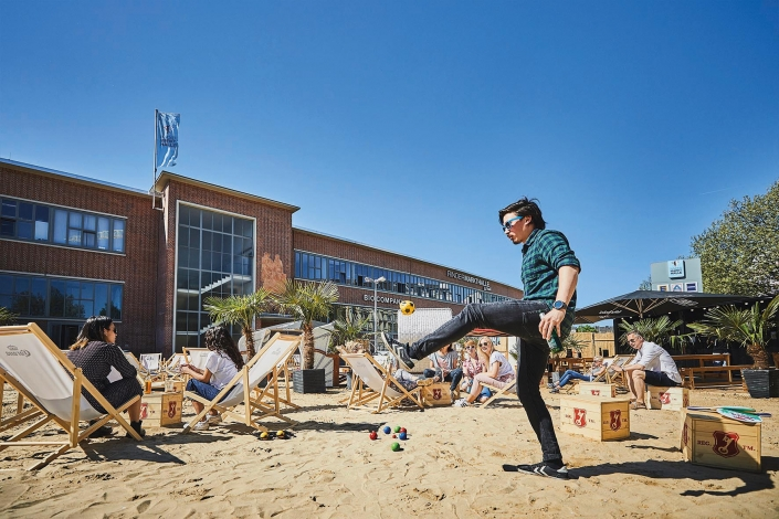 Karo Beach Mood Leute spielen